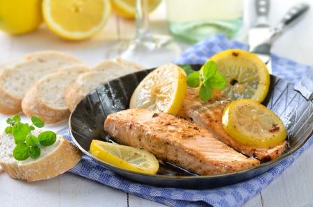 Fried salmon fillets Imagens