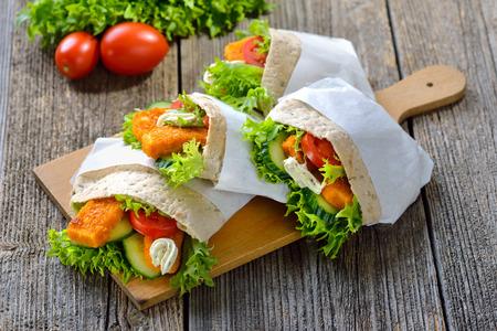 stuffed fish: Pita sandwich stuffed with crispy fish fingers, fresh salad and remoulade sauce