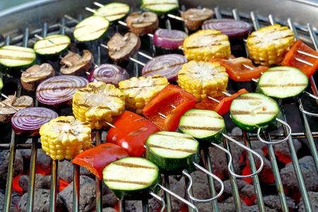 Smíšené zeleninové špízy na horkém grilu Reklamní fotografie