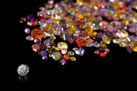 piedras preciosas: Y Gema Diamante Camino dispersa Foto de archivo