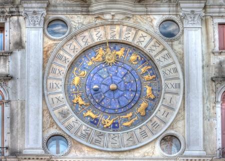 numeros romanos: San Marcos Reloj Astronómico Foto de archivo