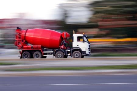 Blur rood betonmixer gaat binnenkort bouwen