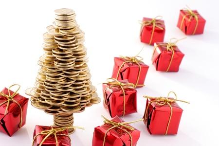 Kerstboom gemaakt van gouden munten, de kerstboom gemaakt van Poolse gouden munten, business metafoor Stockfoto