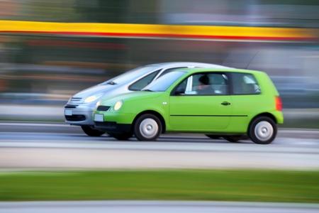 Race auto's op straat, vervagen en transport achtergrond
