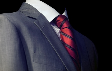 Elegante zakenman in donker pak, zakelijke bijeenkomst