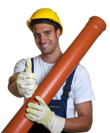 water pipe: Trabajador latino con pipa de agua que muestra el pulgar