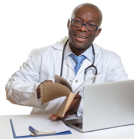 Afrikaanse arts die medische dossiers