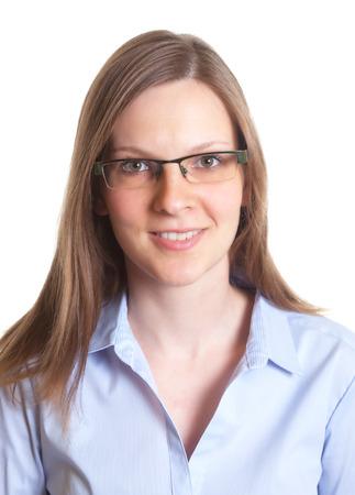 Portret van een vriendelijke vrouw met een bril