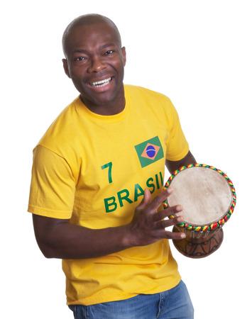 Laughing man uit Brazilië houdt samba