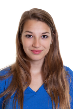 foto carnet: Retrato de una mujer sonriente en una camisa azul