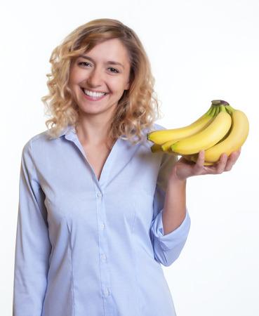 cheveux blonds: Femme aux cheveux et les bananes de blonds boucl�s dans sa main Banque d'images