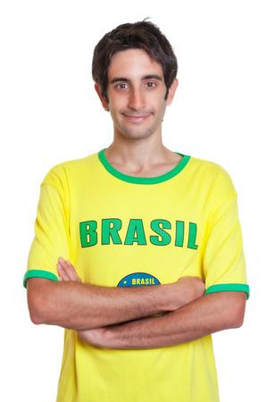 černé vlasy: Stojící brazilský muž s krátkými černými vlasy