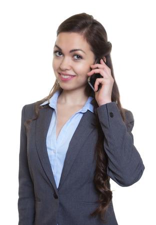 capelli castani: Imprenditrice con lunghi capelli castani al telefono