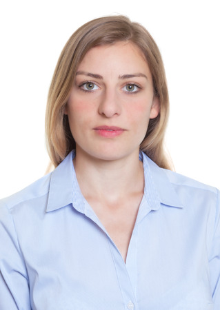 foto carnet: Retrato de una mujer alemana rubia en blusa azul