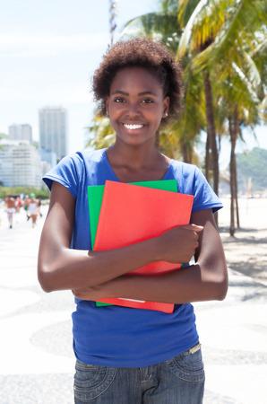 Slimme Afrikaanse Amerikaanse student in de stad