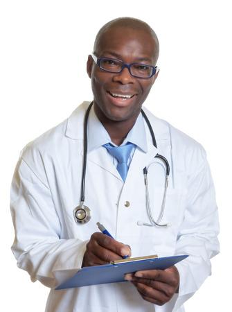 클립 보드로 아프리카 계 미국인 의사를 웃음 스톡 콘텐츠