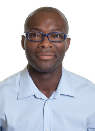 foto carnet: Retrato de un hombre afroamericano con gafas