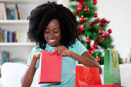 Happy african american woman with christmas presents Stockfoto