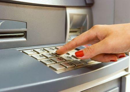 contrase�a: La mano de la Mujer pin llamadas con el teclado de cajero autom�tico del banco