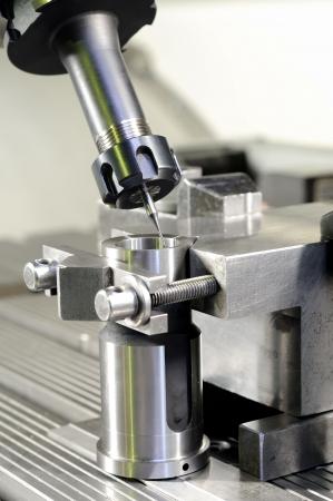 milling center: Mulino sottile taglio metallo bianco fissato in allegato