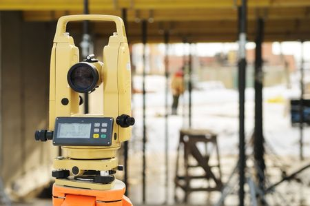 tacheometer: construction equipment theodolite at building site of modern house Stock Photo