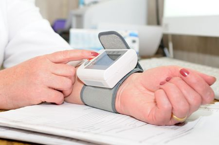 elbow sleeve: Using measurement device for blood and pressure analyzing
