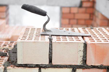 alba�il: Equipo de construcci�n para el edificio de la paleta de la obra de ladrillo