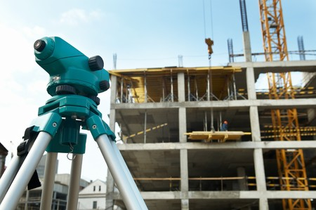 theodolite: equipment theodolite tool at construction site works in summer Stock Photo