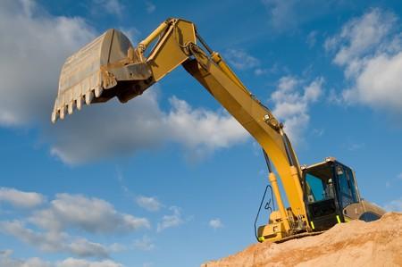 graafmachine loader machine tijdens grondverzet werkt buiten op de bouwplaats