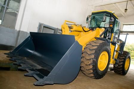 maquinaria pesada: maquinaria pesada en taller sobre obras de dotaci�n de personal de soporte de servicio Foto de archivo