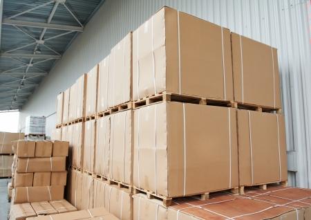 cajas de carton: aire libre de arreglo de cajas de cart�n de almac�n