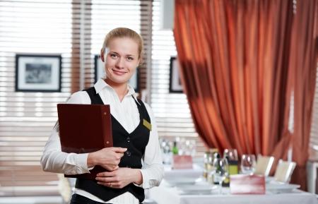 meseros: mujer de Gerente de restaurante en el lugar de trabajo