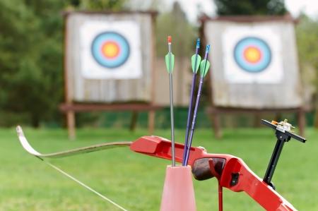 Équipement de tir - arc flèches cible Banque d'images