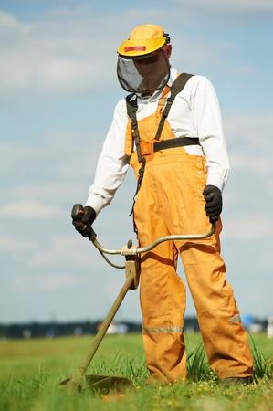 jardineros: Grass trimmer obras