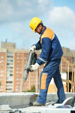 taladro: Retrato de trabajador de la construcción con perforator