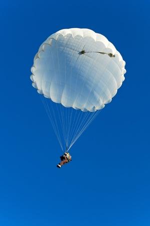 parasailing: Parachute jumper