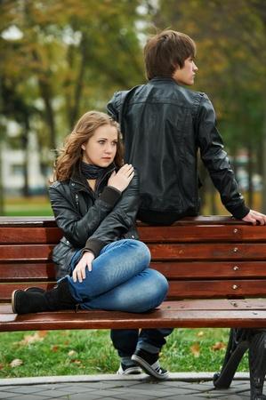 gente triste: joven pareja en la relaci�n estr�s