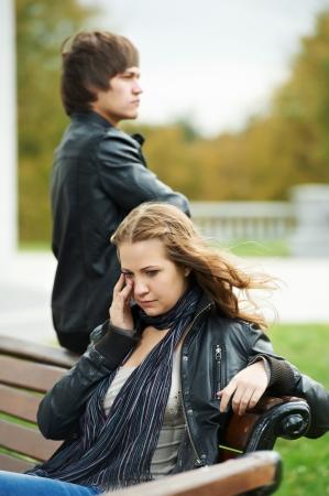 novio: dificultades en las relaciones de pareja de los jóvenes Foto de archivo