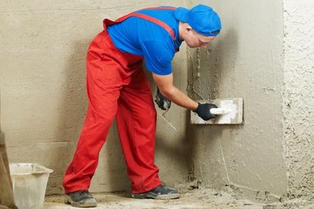 Stuckateur am Arbeitsplatz