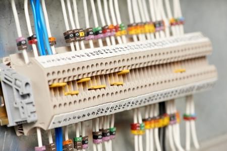composant ?lectrique: fuseboxes �lectriques et des lignes �lectriques de switchers Banque d'images