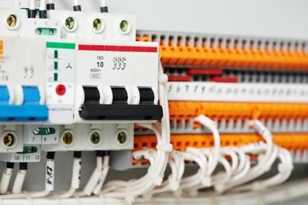 fuseboxes électriques et des lignes électriques de switchers Banque d'images