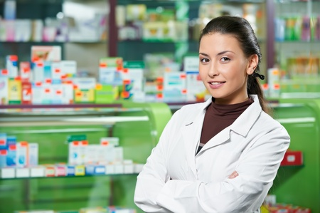 farmacia: Farmacia mujer qu�mico en la farmacia Foto de archivo