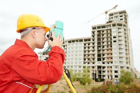 topografo: inspector de obras con teodolito Foto de archivo