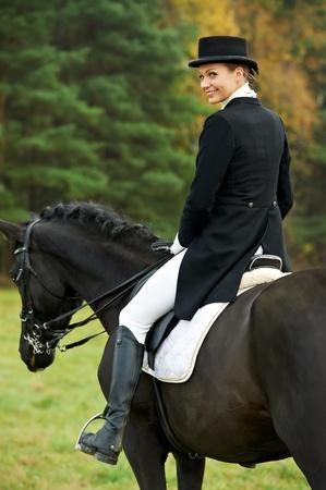horseman: jockey amazzone a cavallo in uniforme Archivio Fotografico