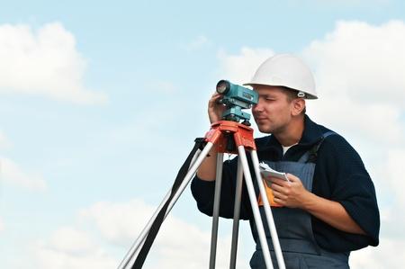 theodolite: inspector de obras con teodolito Foto de archivo