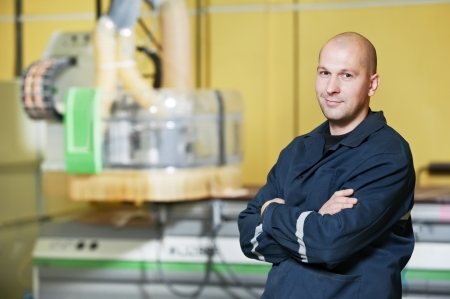 manufactura: trabajador en el taller de herramientas