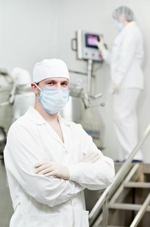setup operator: pharmaceutical factory worker