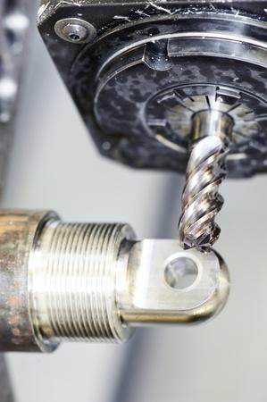 frezowanie: Close-up proces obróbki metali przez mielenie