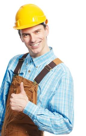 overall: Trabajador feliz en el casco de seguridad y en general con el pulgar arriba