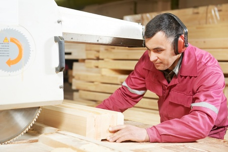 artesano: carpintería de madera de primer plano transversal